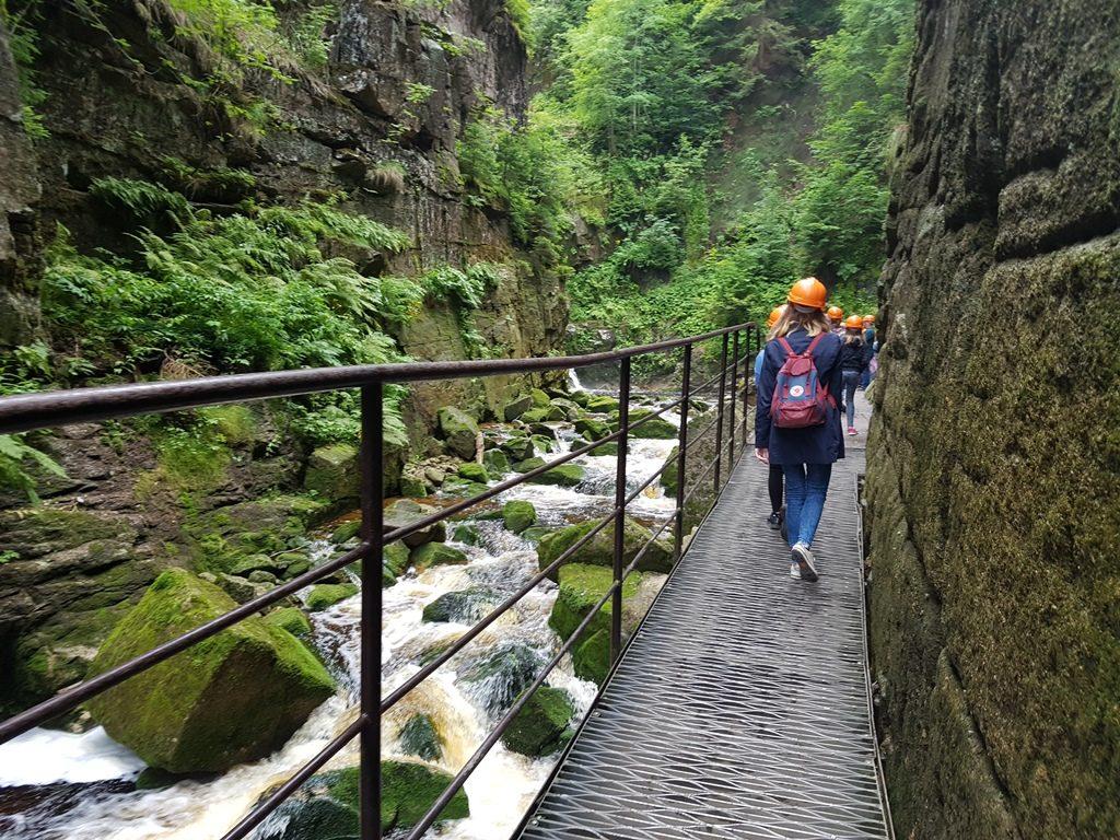 Wandelen naar watervallen in Polen